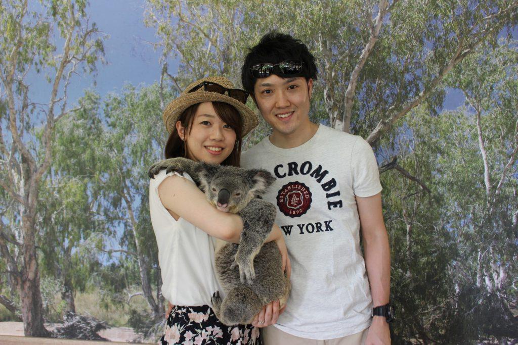 コアラを抱っこ
