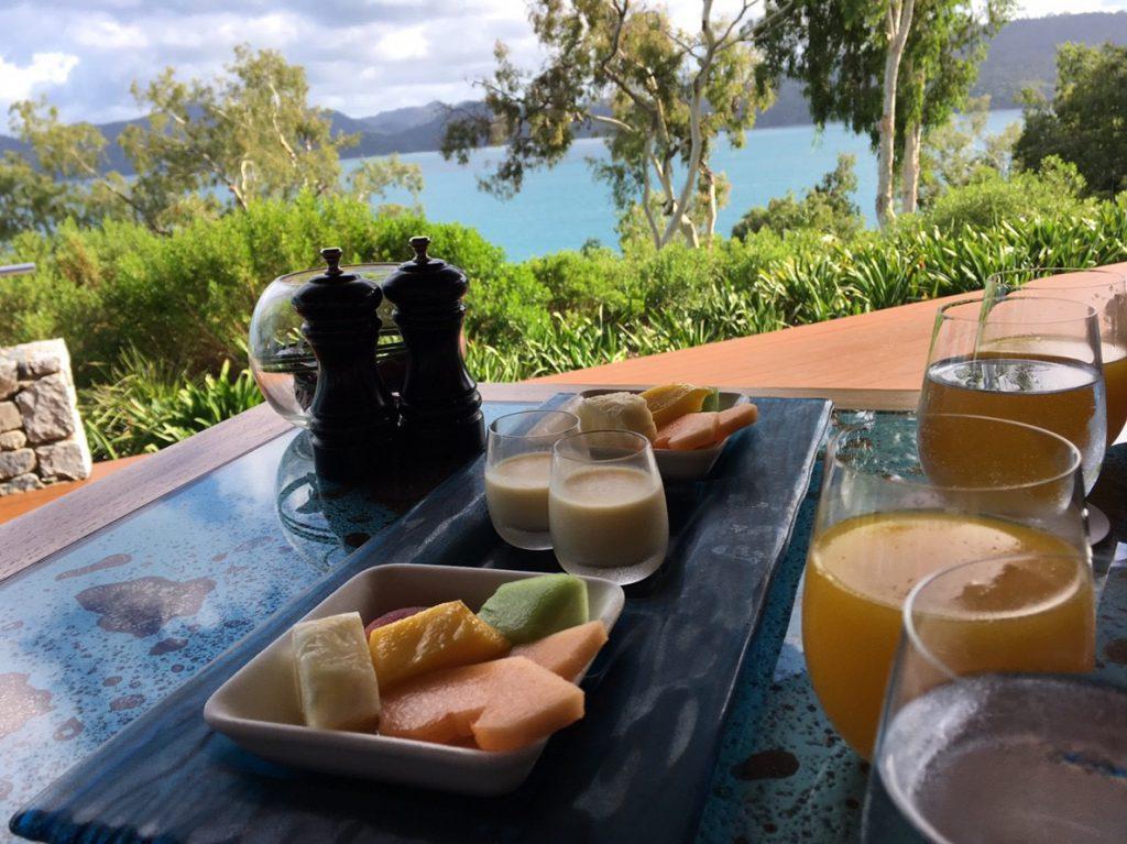 朝食を食べることができるロングパビリオン